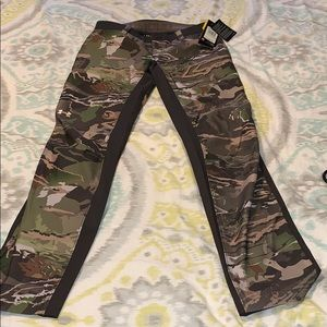 NWT Under Armour Womens Size 4 Fitted Camo Pants